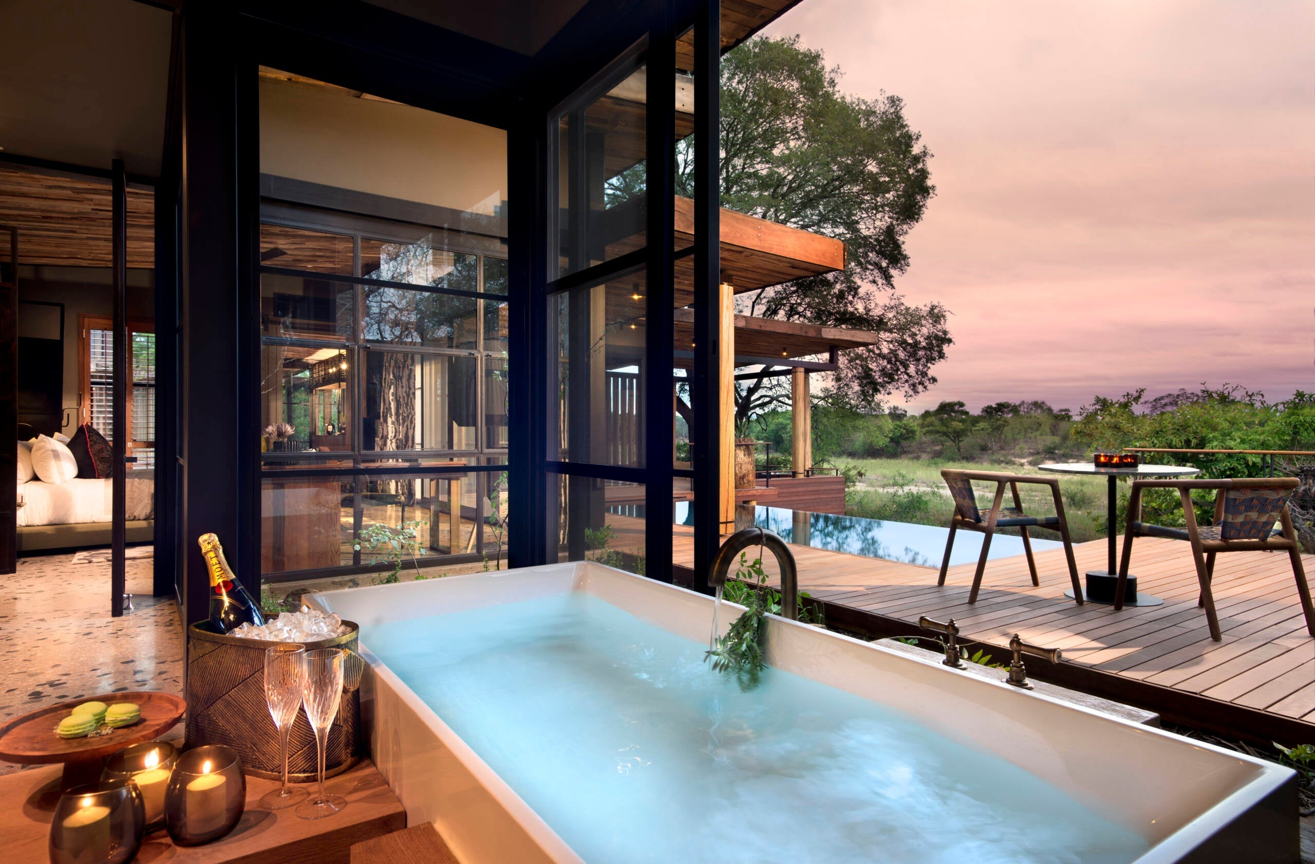 The world's most incredible hotel bathtubs