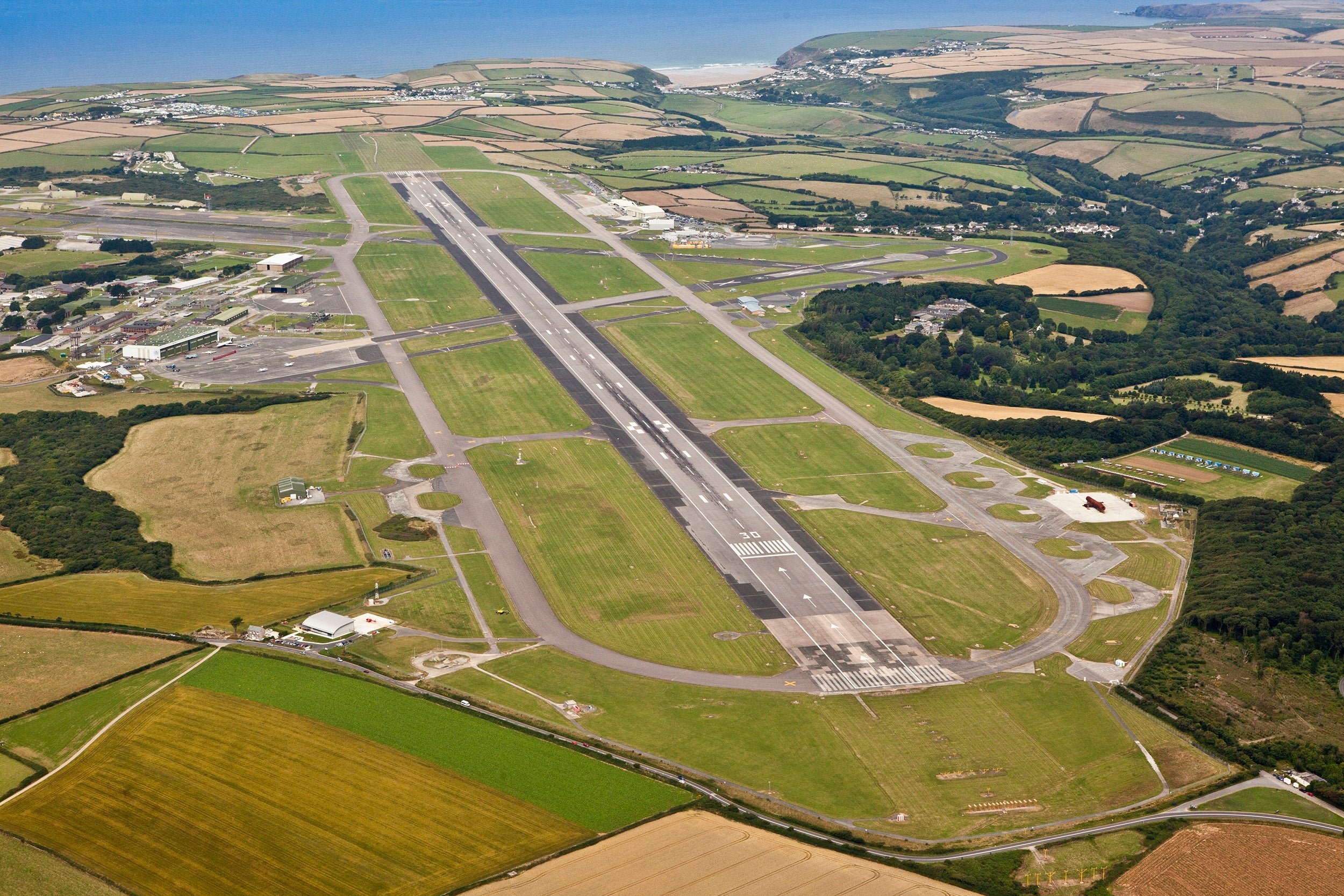 Flying with world leaders: How pilots land big aircraft into small airfields - The Points Guy UK