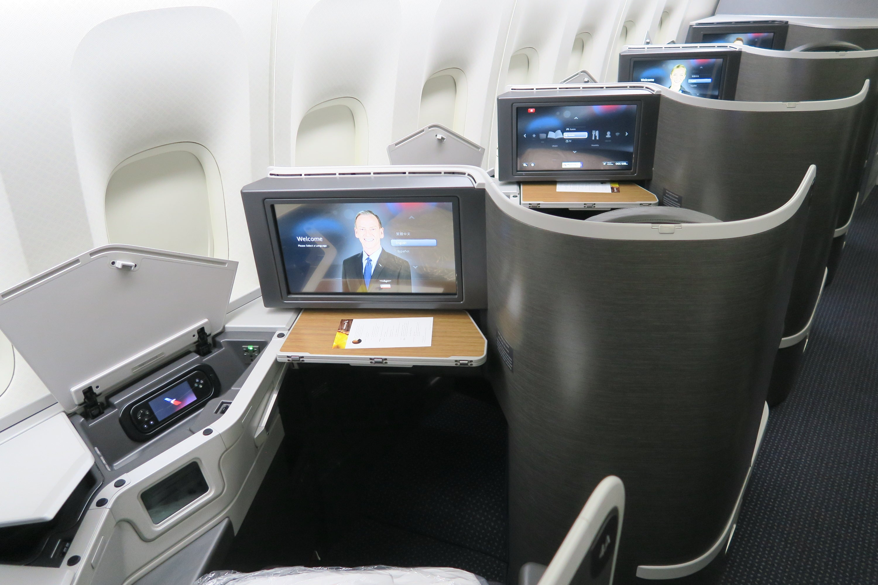 Review Aa 777 200 Business With B E Aerospace Seats