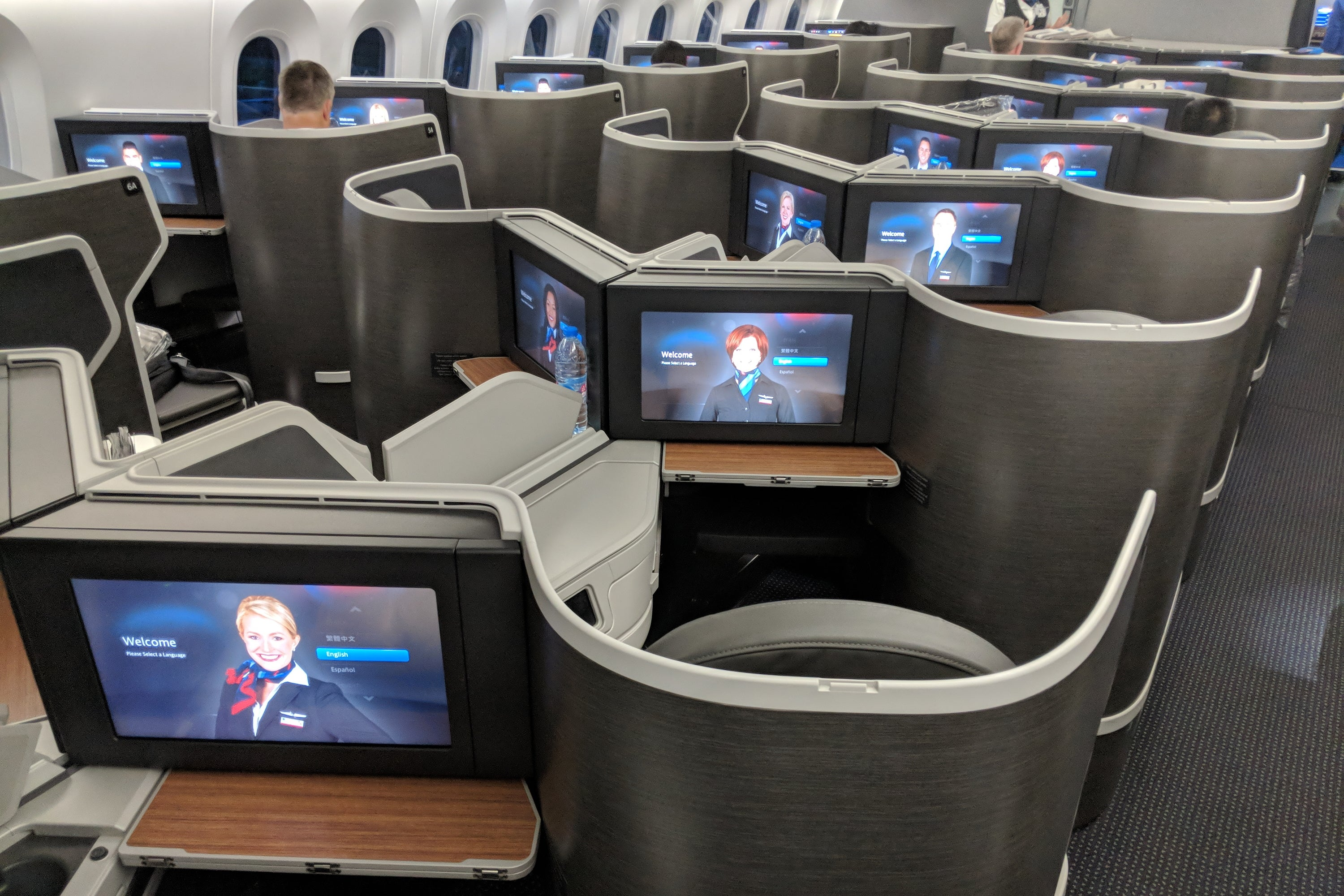 American Airlines now offers free live TV on more than 900 aircraft - The Points Guy