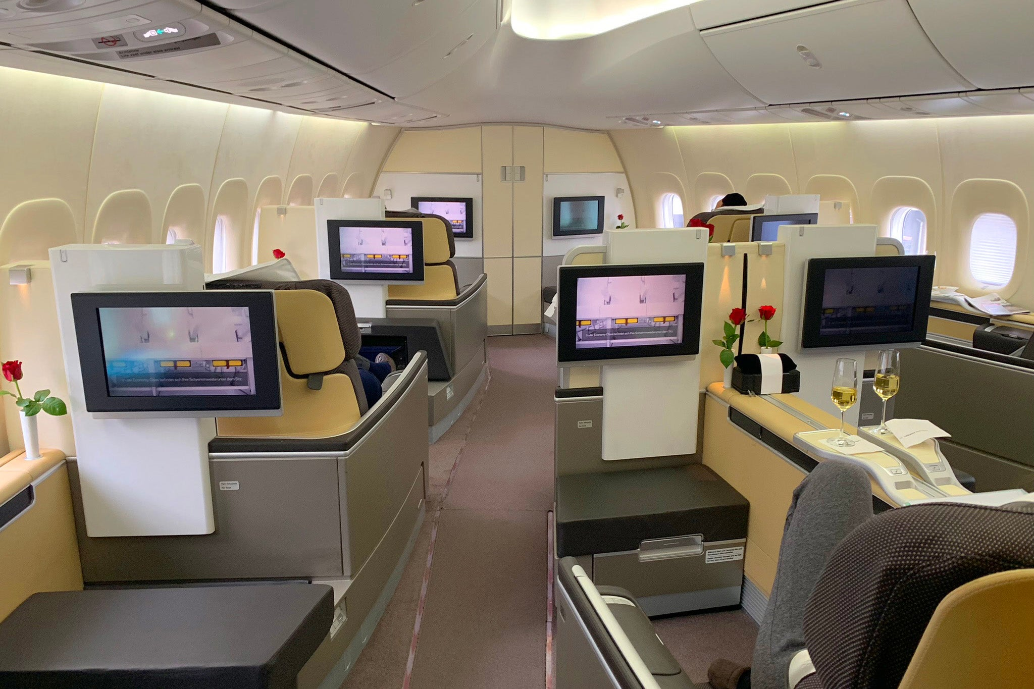 Finally some good news: Lufthansa resumes selling first class tickets
