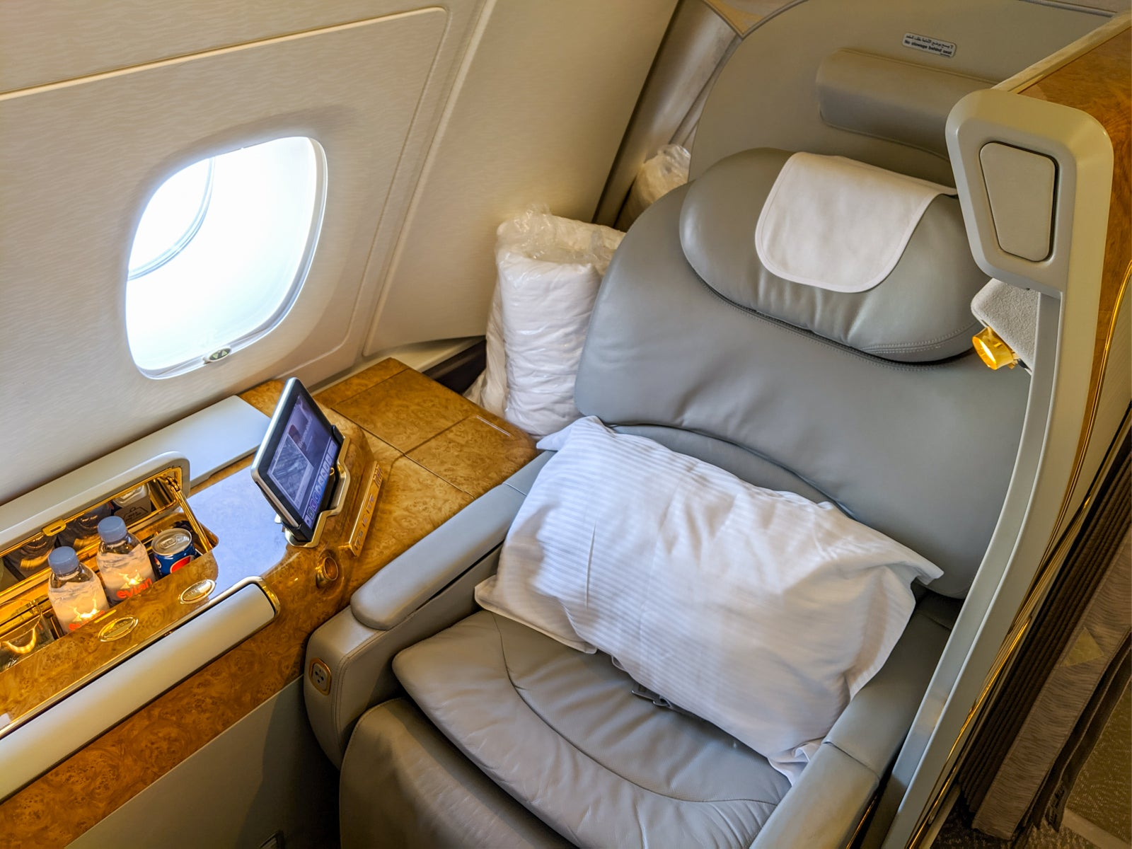 Review of Emirates A380 first class, Dubai to LA