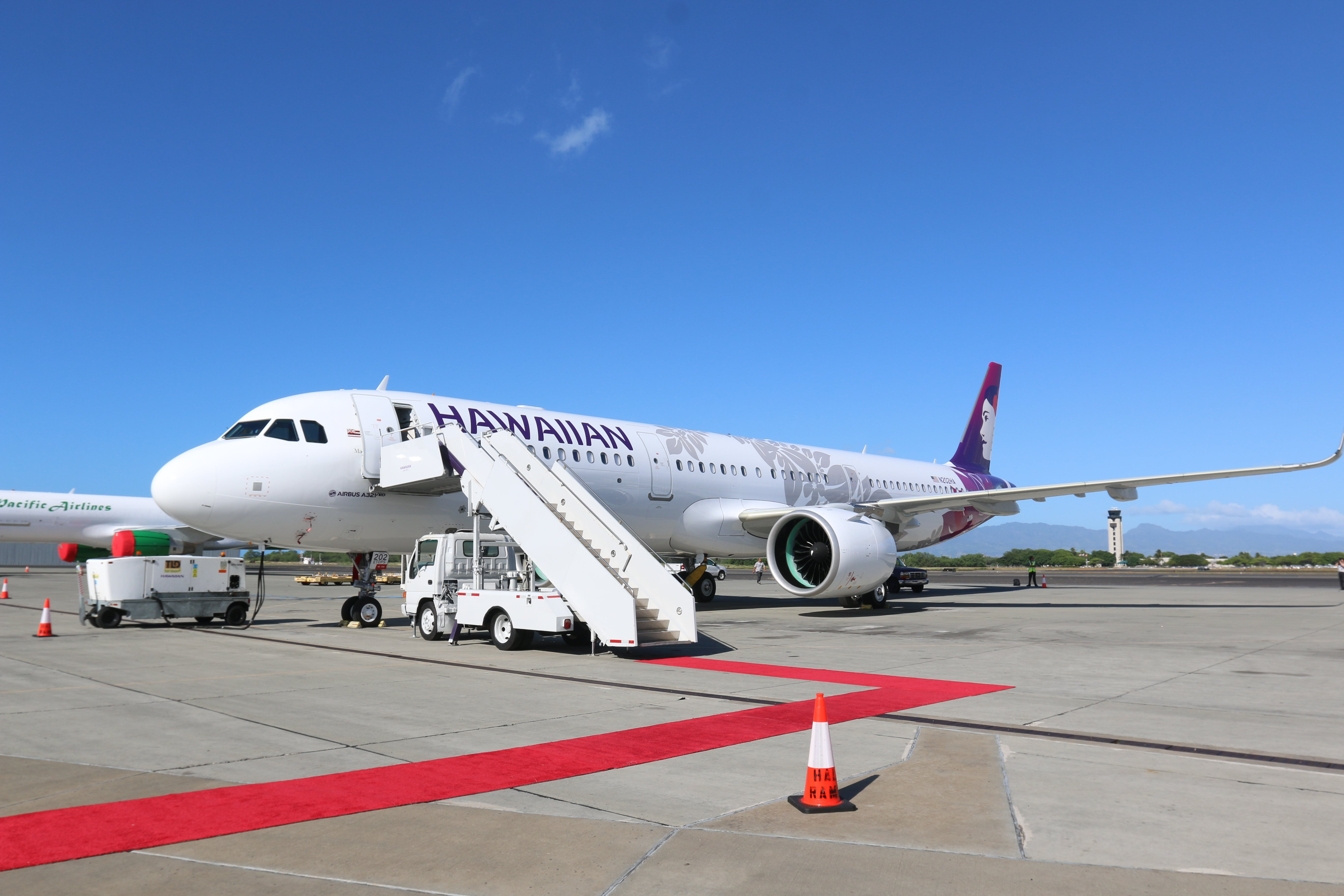 Surge in bookings leads to Hawaiian Airlines site crash, swamped phone lines: Here's how to avoid long hold times - The Points Guy