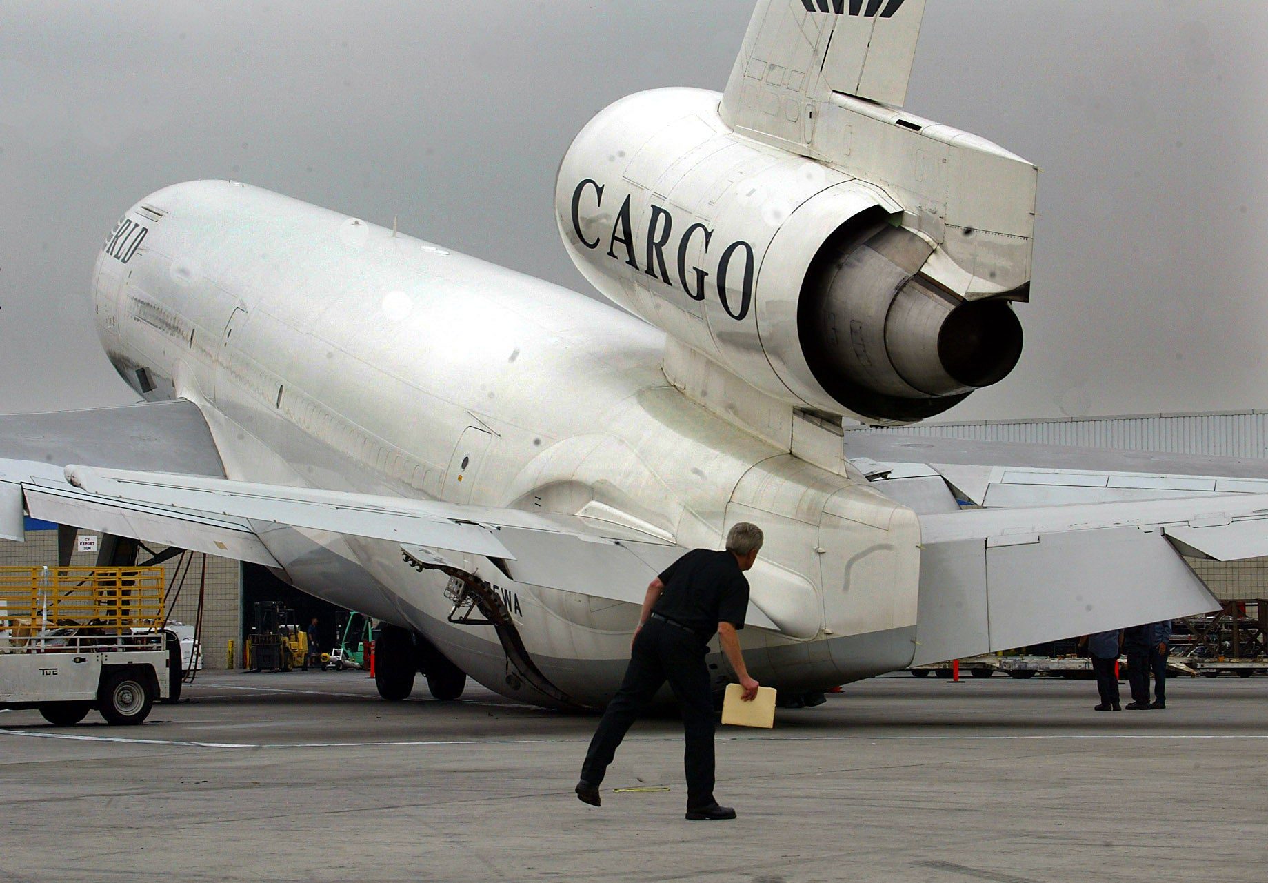 How airlines keep aircraft from tipping over - The Points Guy UK