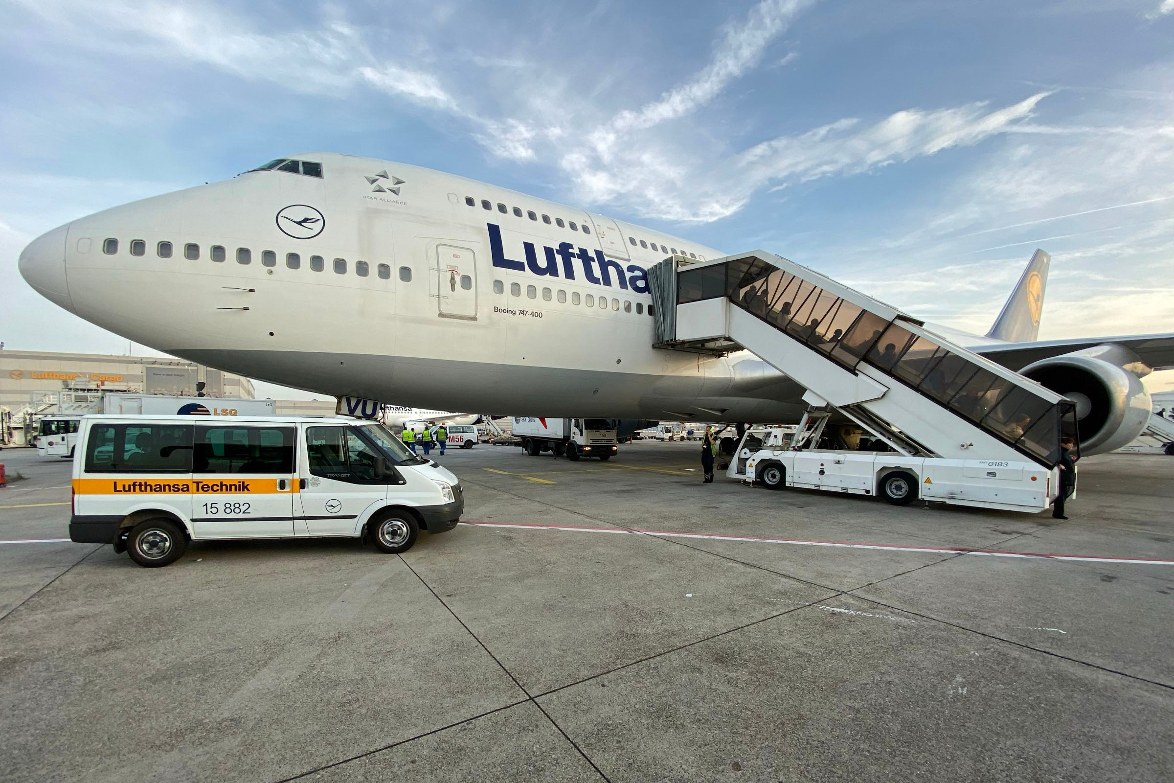Lufthansa confirms A380 and 747 'phase-out,' new business class launch