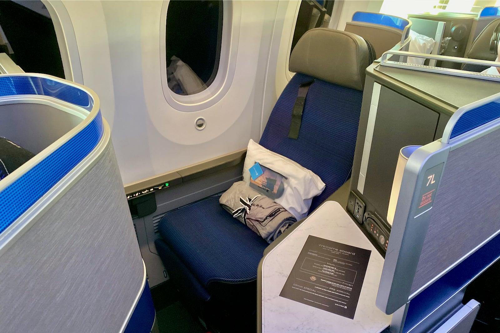 United Boeing 787-10 Polaris EWR LAX Zach Griff - 35