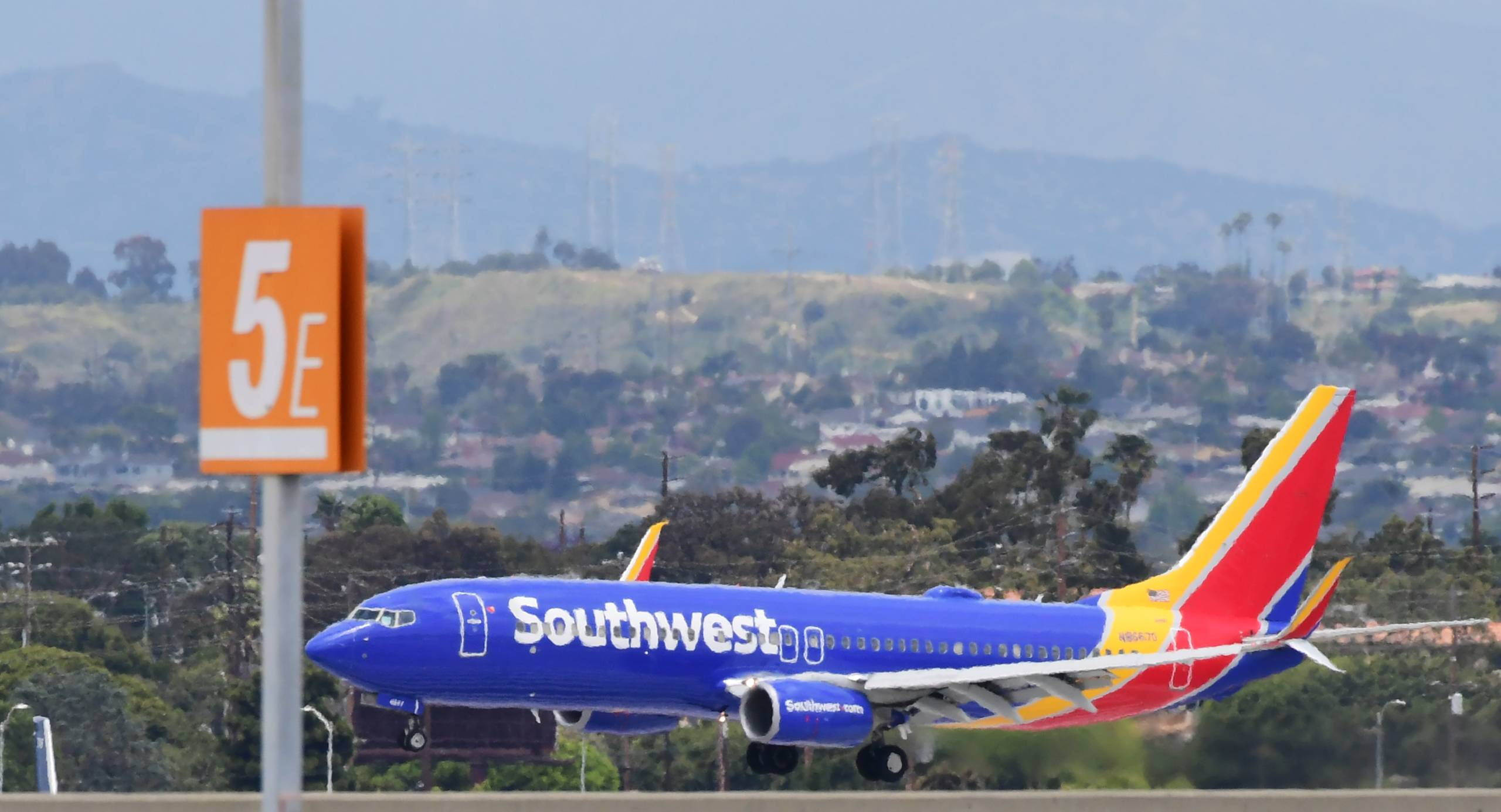 Southwest Airlines wins JetBlue's abandoned slots in Long Beach