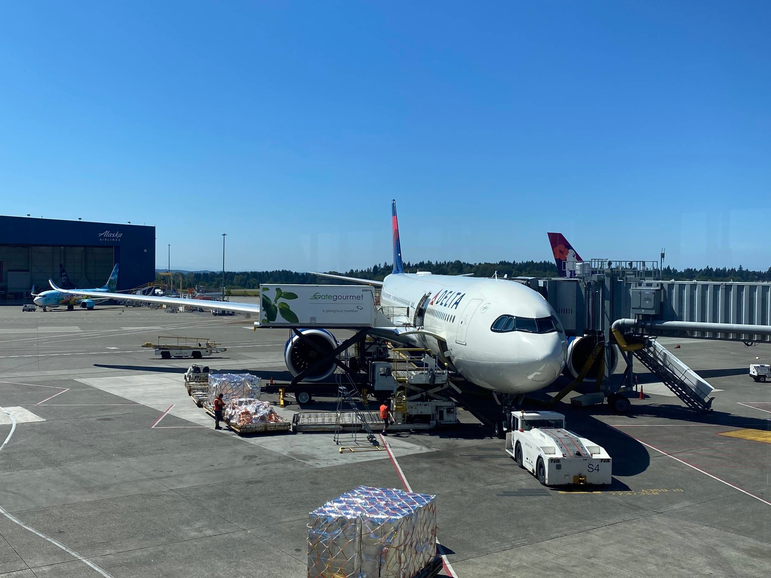 What's it like to take a transpacific flight during a pandemic