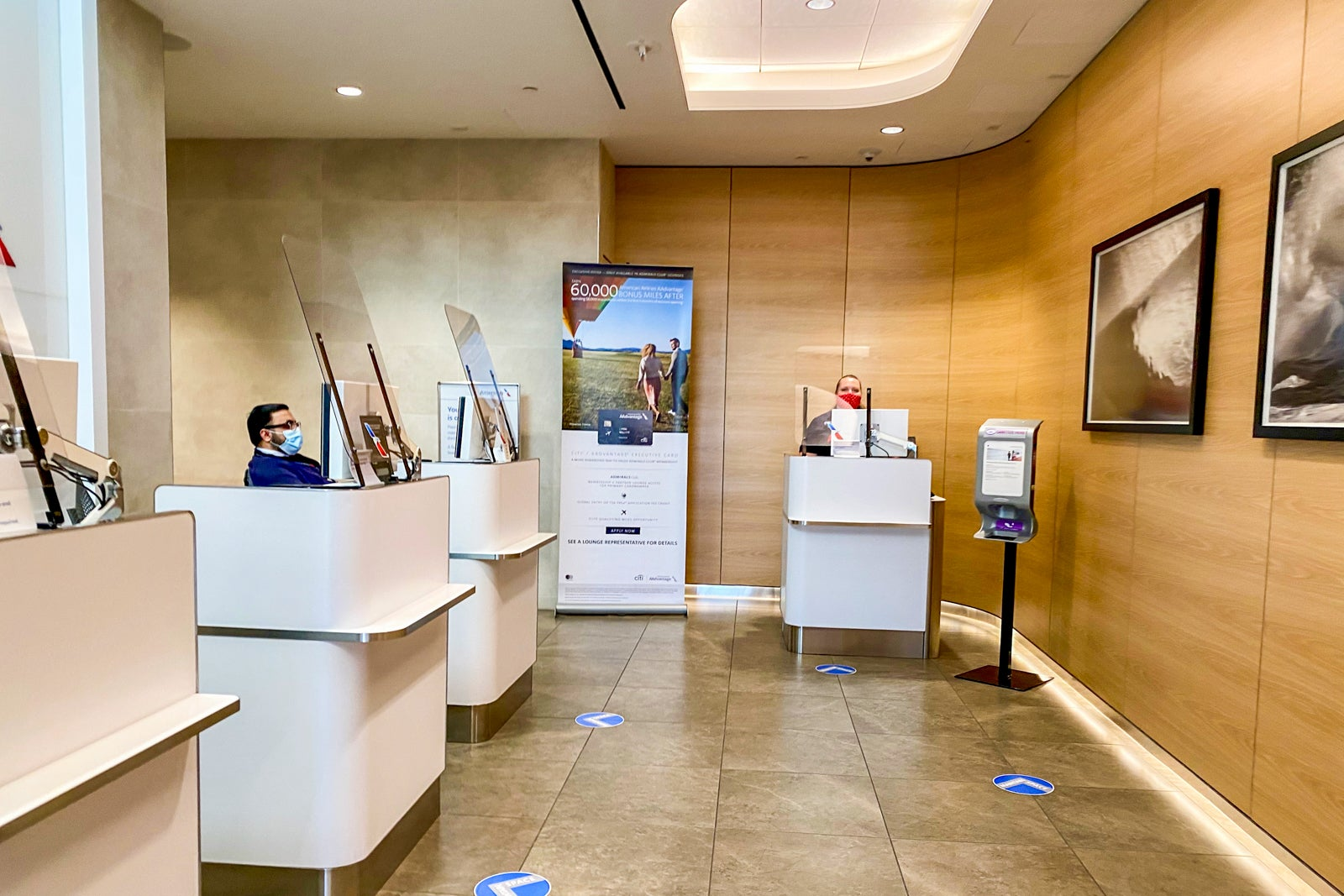 American Airlines Admirals Club entrance