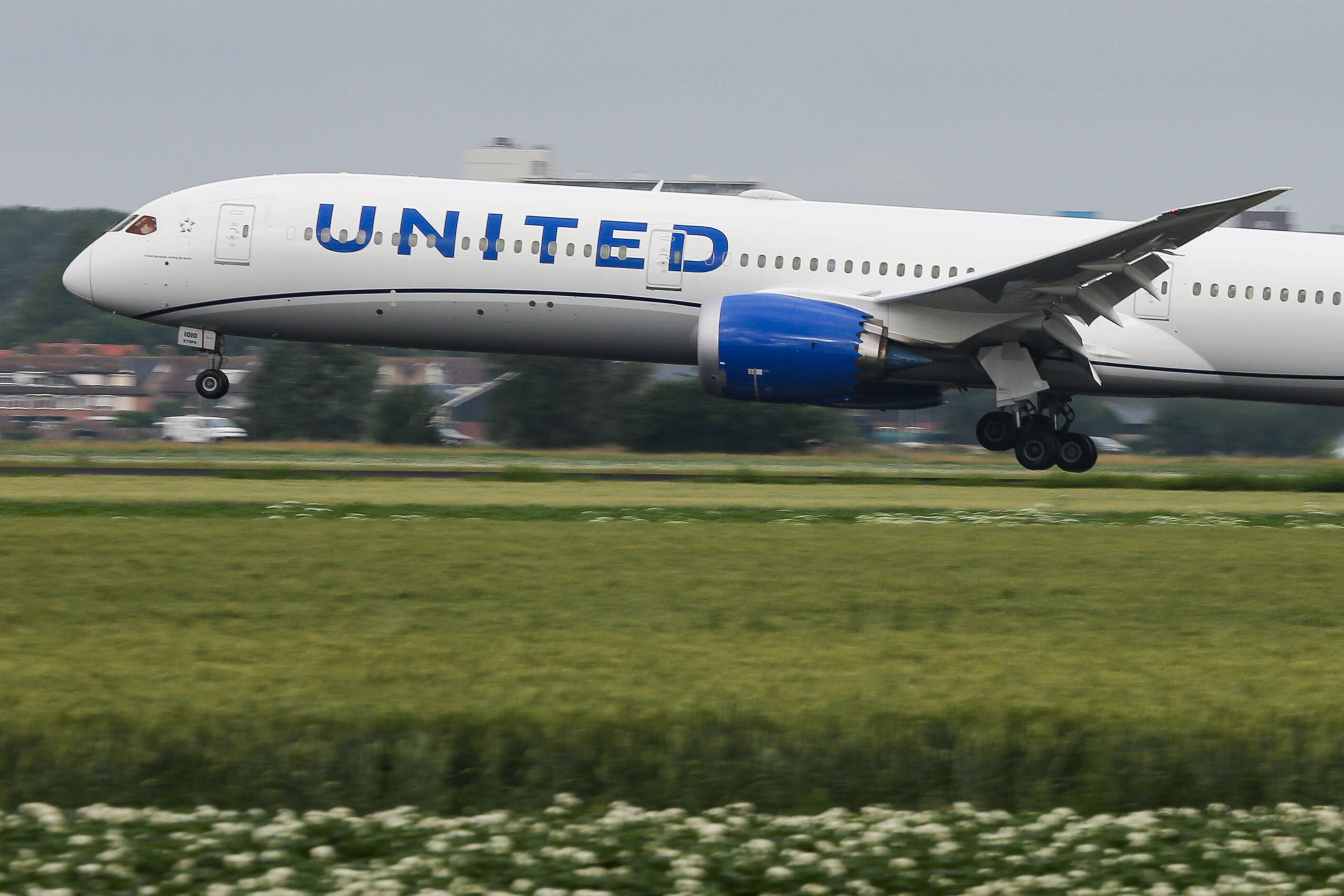 United Airlines: Risk of COVID on planes 'virtually non-existent'