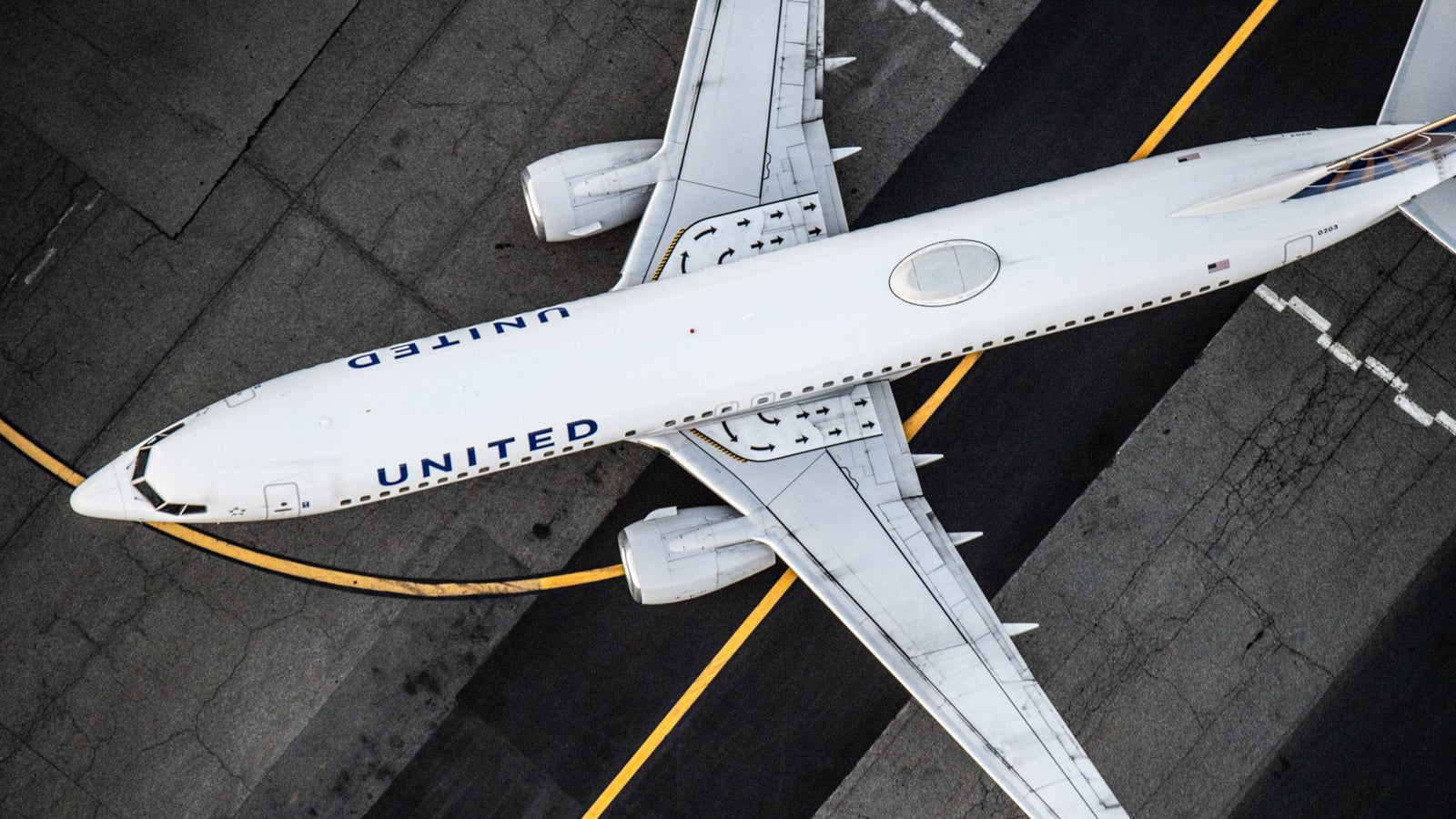 Pfizer books United charter flights to position its COVID-19 vaccine