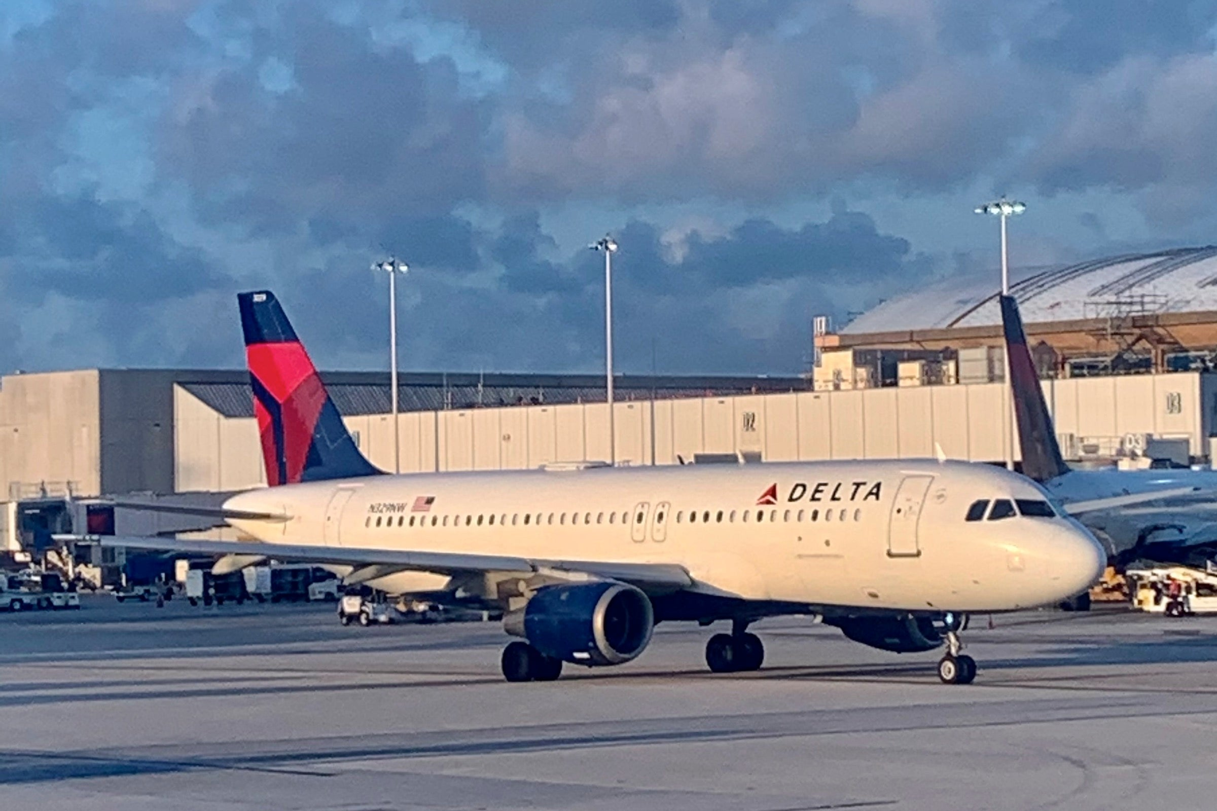 Delta is filling middle seats to combat Easter Weekend flight cancellations - The Points Guy