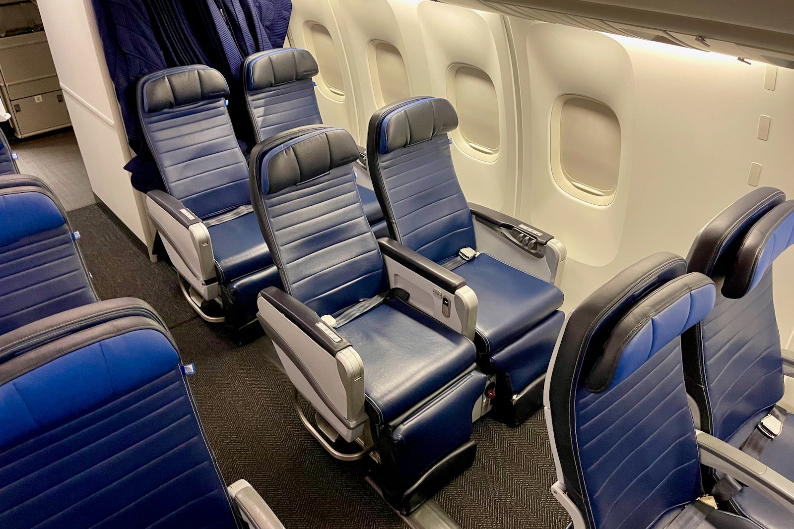 The 4 best coach seats in United Airlines' entire fleet, and how to snag them - The Points Guy