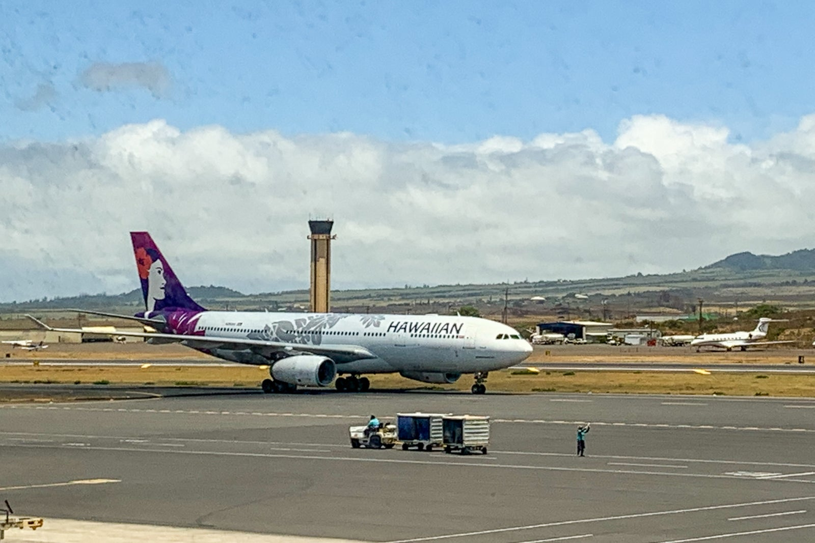 What it's like flying between the Hawaiian Islands right now - The Points Guy