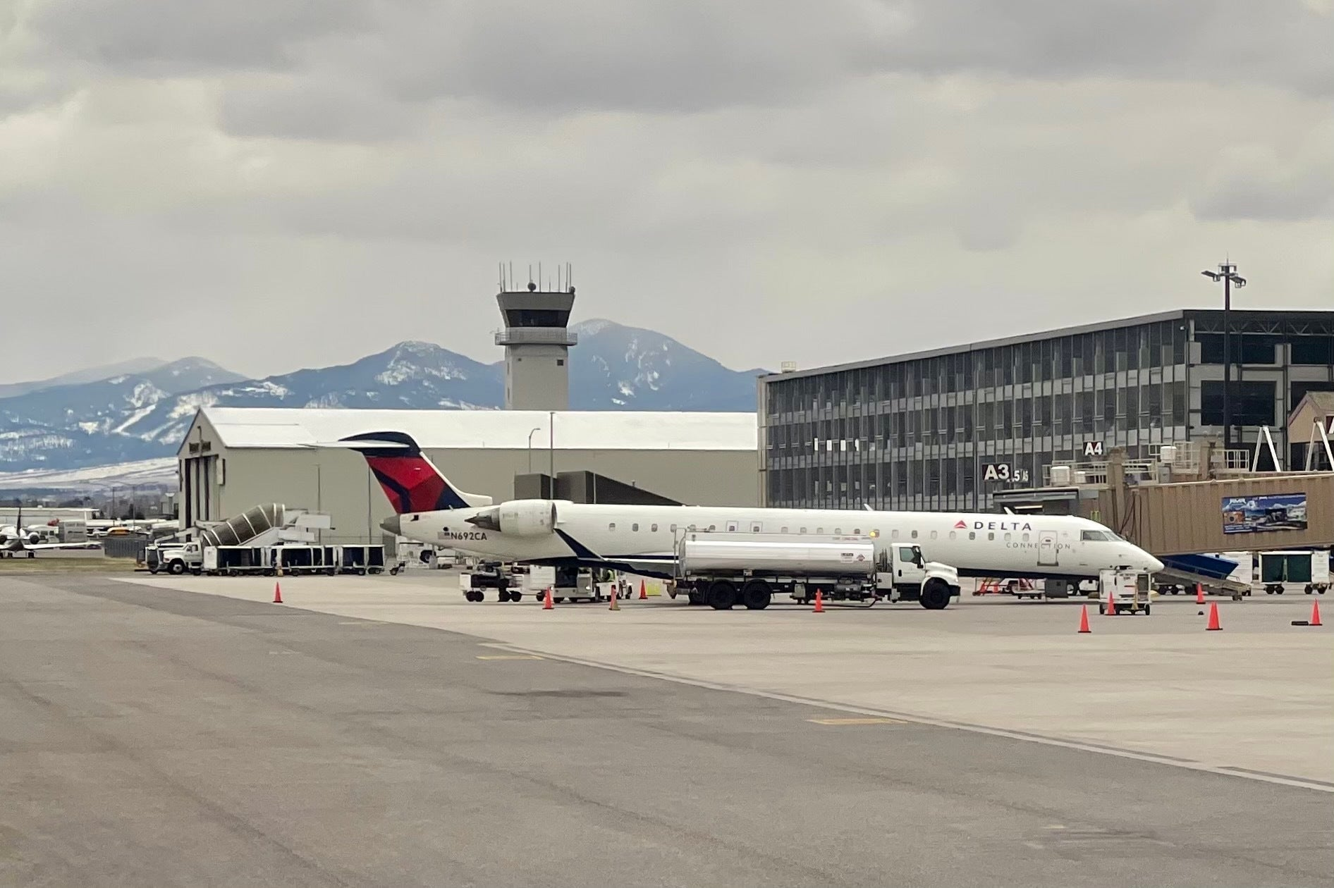 Jet fuel shortages could lead to long delays at western US airports