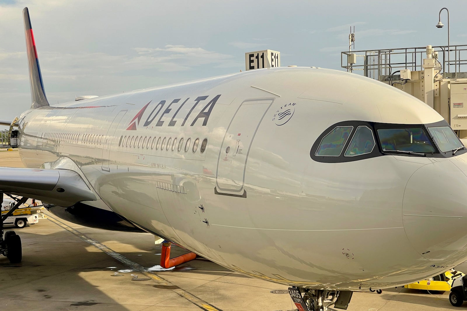 Delta Air Lines extends elite status, certificates and more for another year