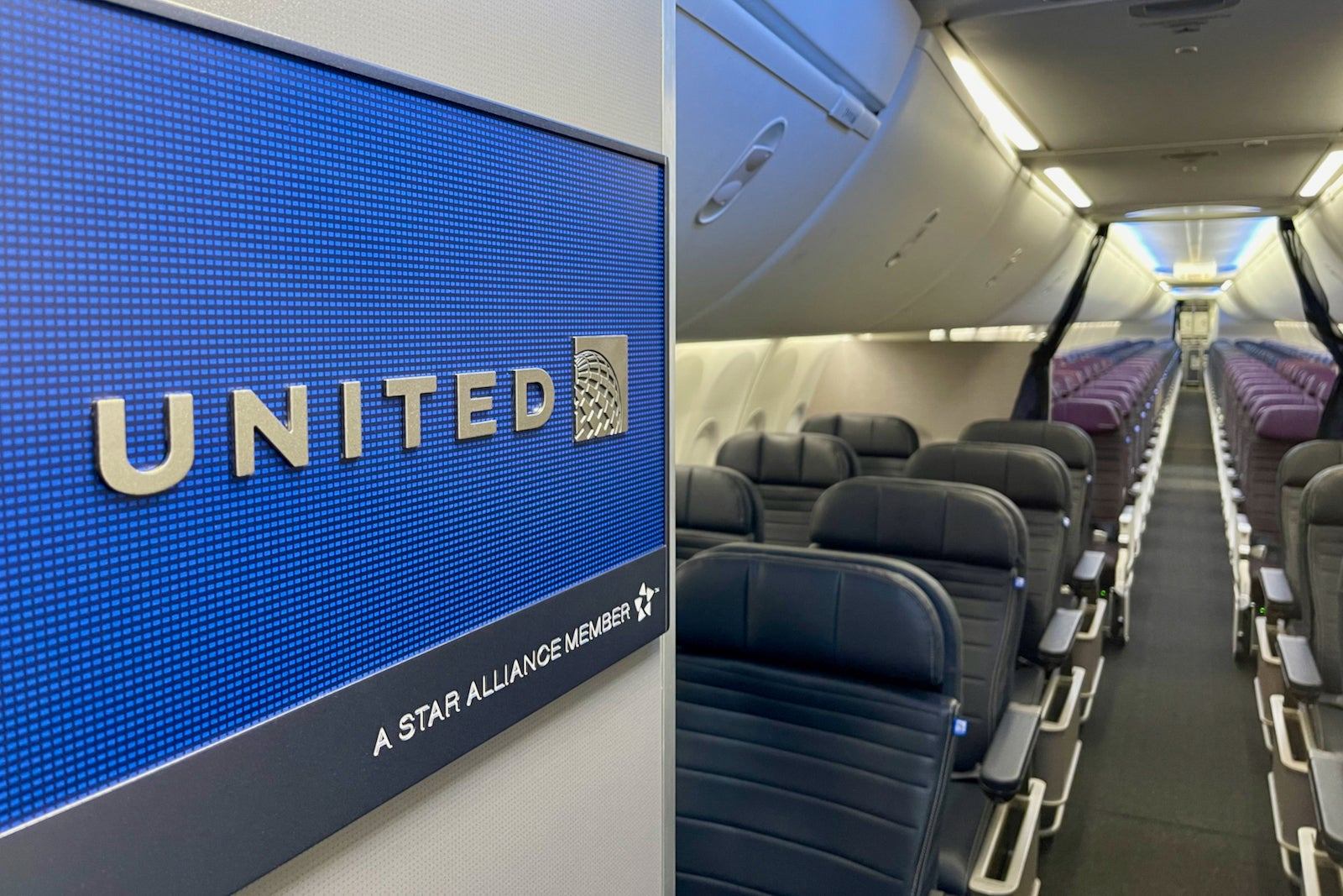 Snazzy to the MAX: Putting United's newest cabin to the test - The Points Guy