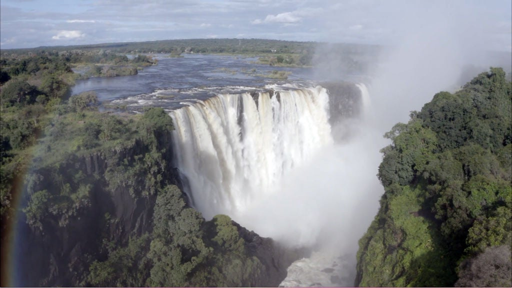Zimbabwe�s iconic Victoria Falls has opened to vaccinated travelers