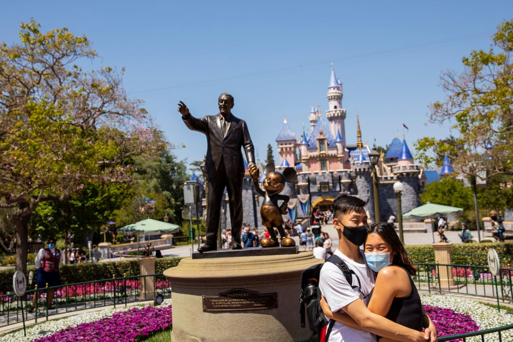 New US travel report says unvaccinated families are more likely to visit theme and water parks - The Points Guy