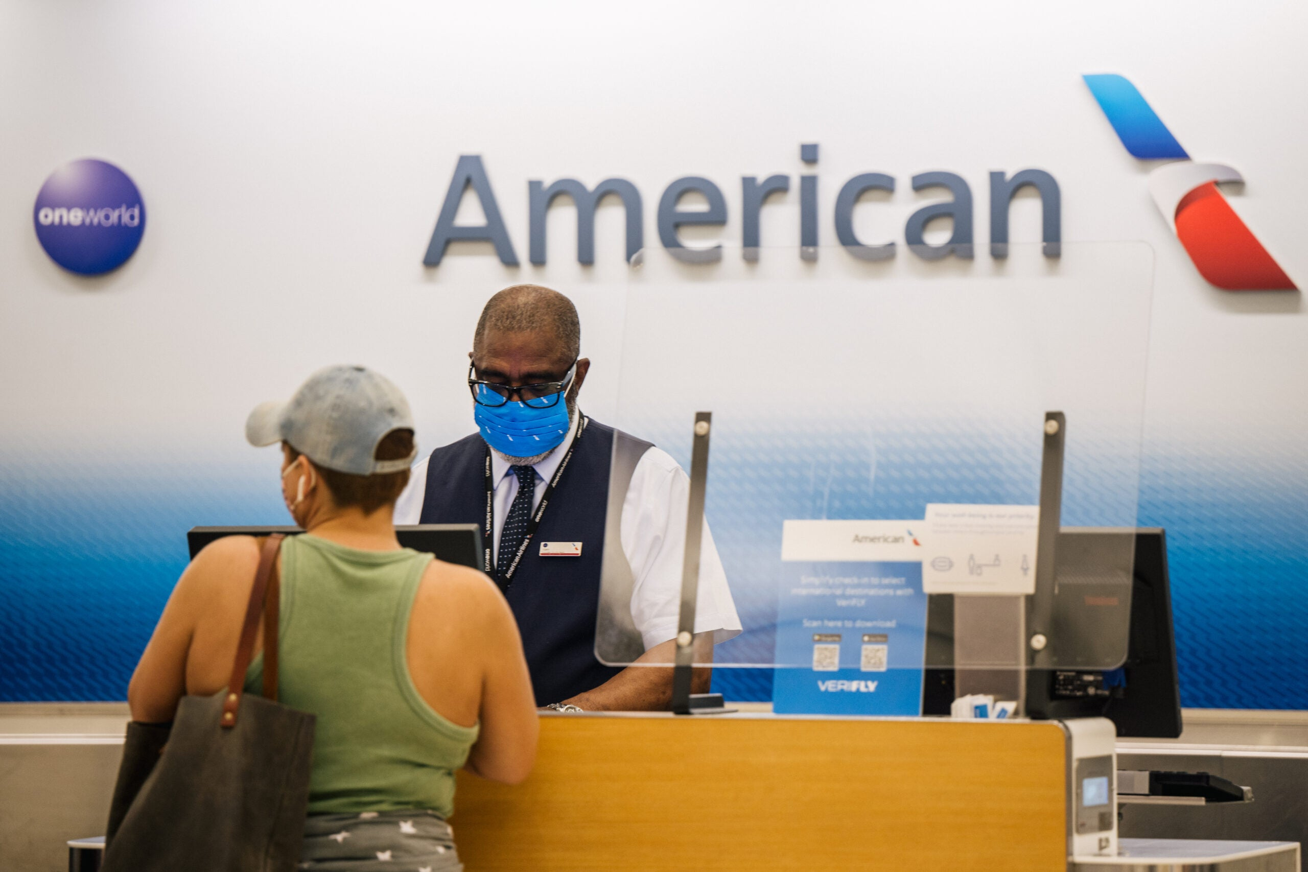 American Airlines, Southwest may mandate employee vaccines