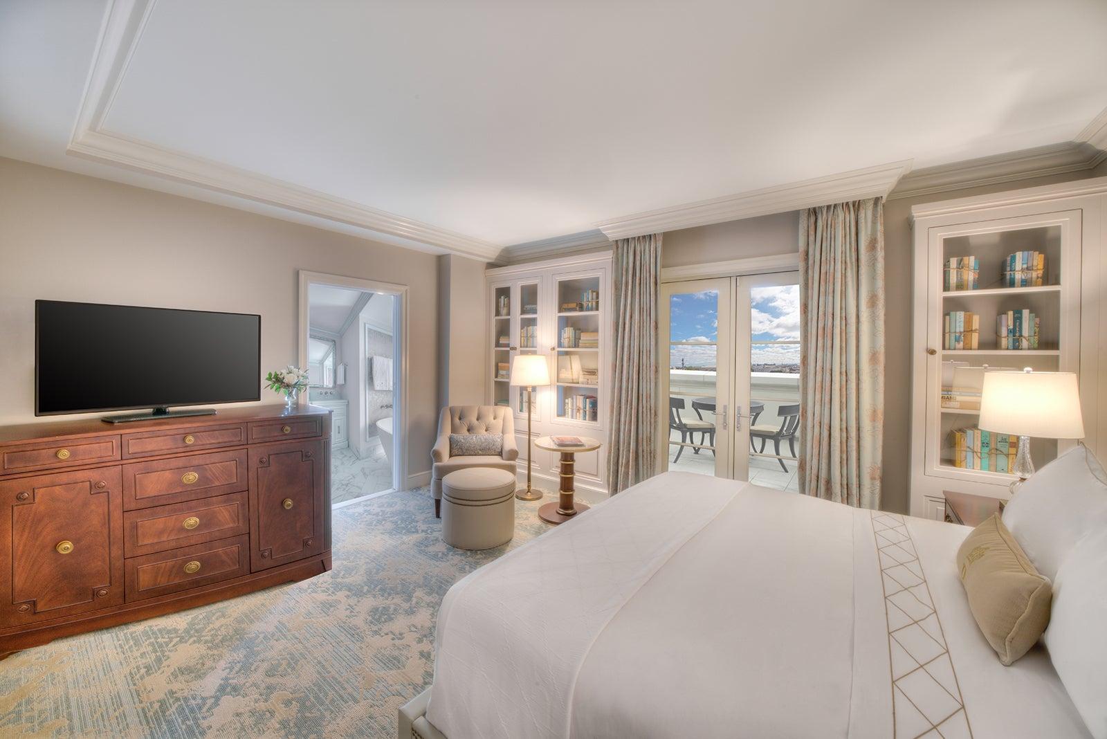 Hotel Bennett Premier King Guest Room