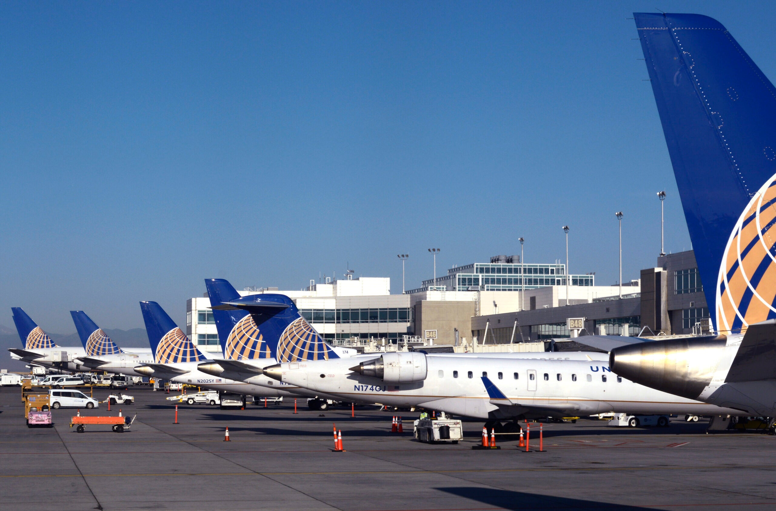 United CEO says rival airlines could suffer from lack of vaccine mandates